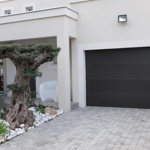 Menuiserie Portes de garage à Lattes